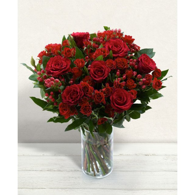 ITA011 Bouquet of Red Roses Green Decor (BR09)